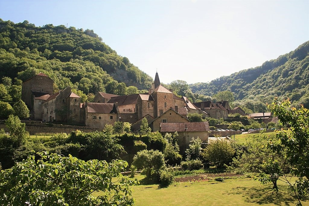 Baume-les-Messieurs est une Cité de Caractère de Bourgogne-Franche-Comté