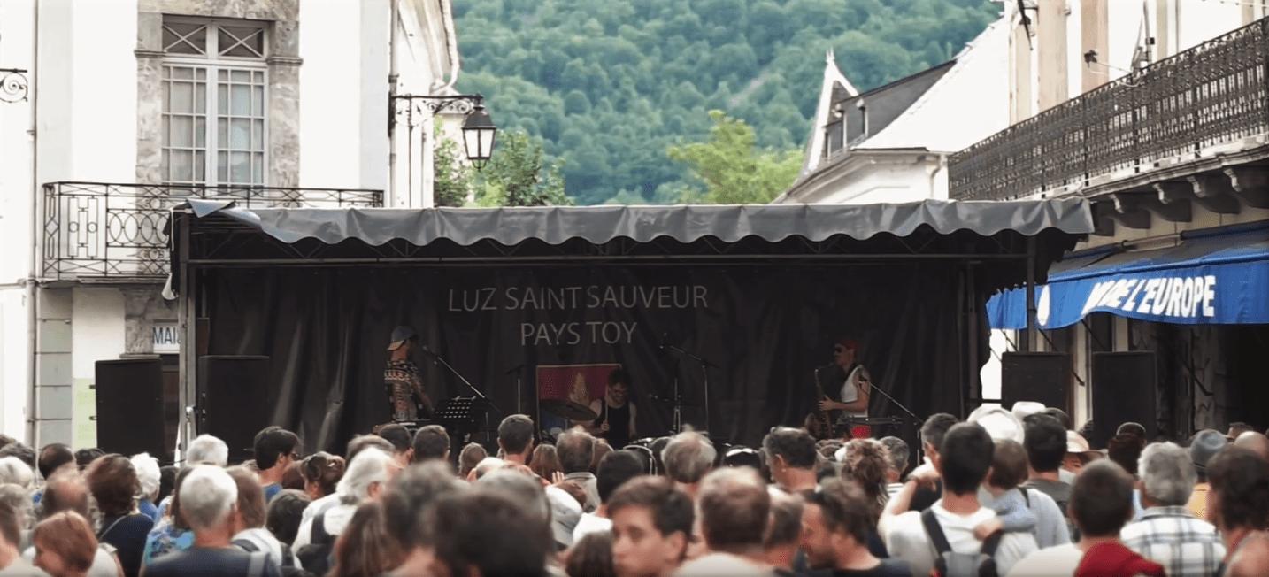 Scène de concert lors du festival Jazz A Luz - Cévéo