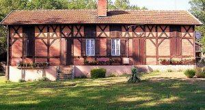 Maison landaise typique à Pontenx-les-Forges
